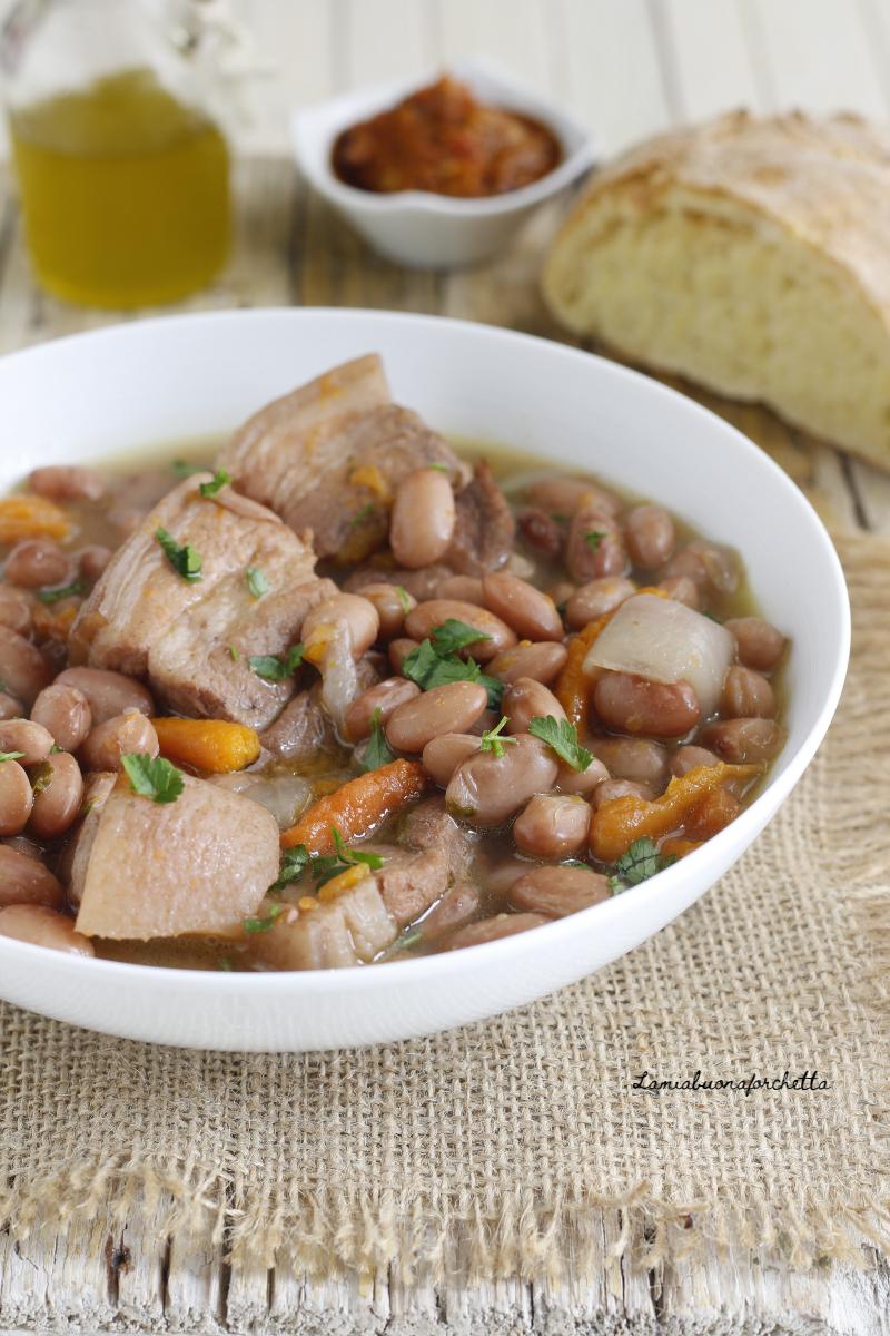 zuppa di fagioli e maiale