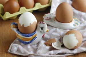 come sbucciare le uova sode senza rovinarle